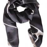 Foto af printet sort silketørklæde
