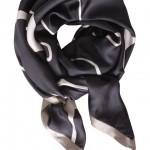 Sort silketørklæde med grafisk print