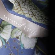 Mind of Line blomsterprintet tørklæde
