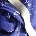 Blomsterfrøet printet på silketørklæde fra Mind of Line