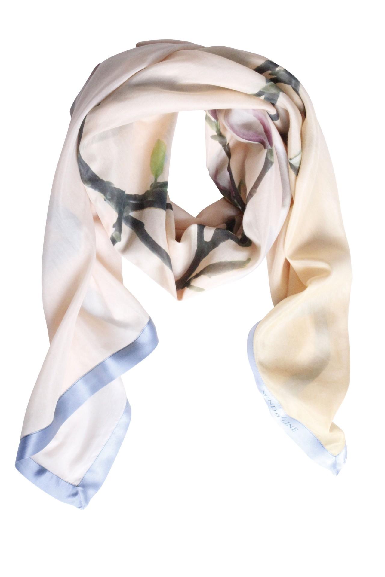 Magnoliablomst printet på tørklæde fra danske Mind of Line