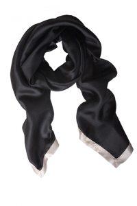 Enkelt sort og stilfuldt silketørklæde fra Mind of Line