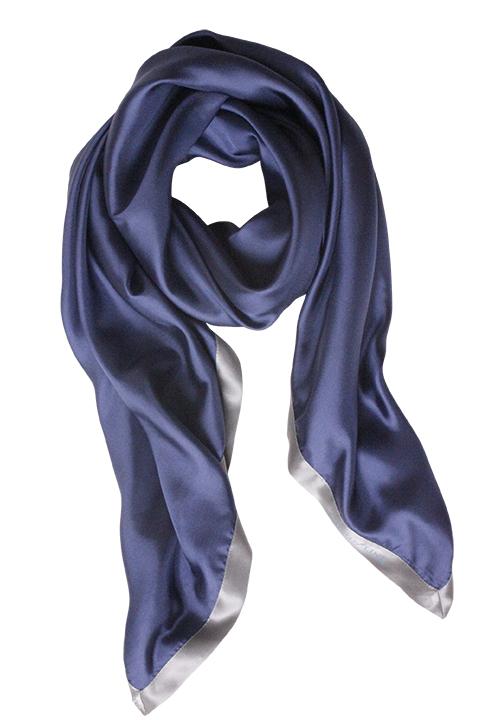 Ensfarvet blåt silketørklæde fra Mind of Line