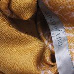 Uldtørklæde fra Mind of Line med print af nåletræsskov